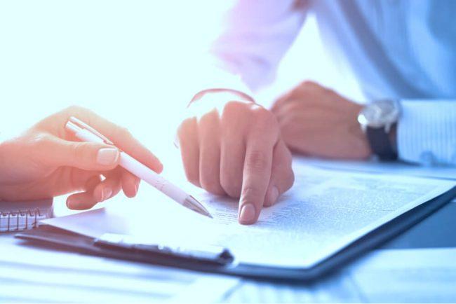 Auf welche Regelungen im Arbeitsvertrag muss ich achten?